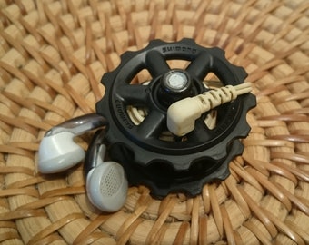 Earphone holder made from derailleur pulleys and V-brake pads spacers