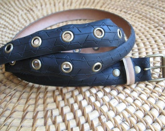 Black belt made from a recycled bike tire, with eyelets - 2,7cm wide