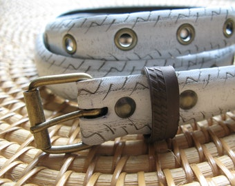 White belt made from a recycled bike tire, with eyelets - 2,7cm wide
