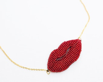 Red lips necklace, kiss necklace, mouth necklace, ruby lips choker, red beaded choker, red vintage necklace, red choker