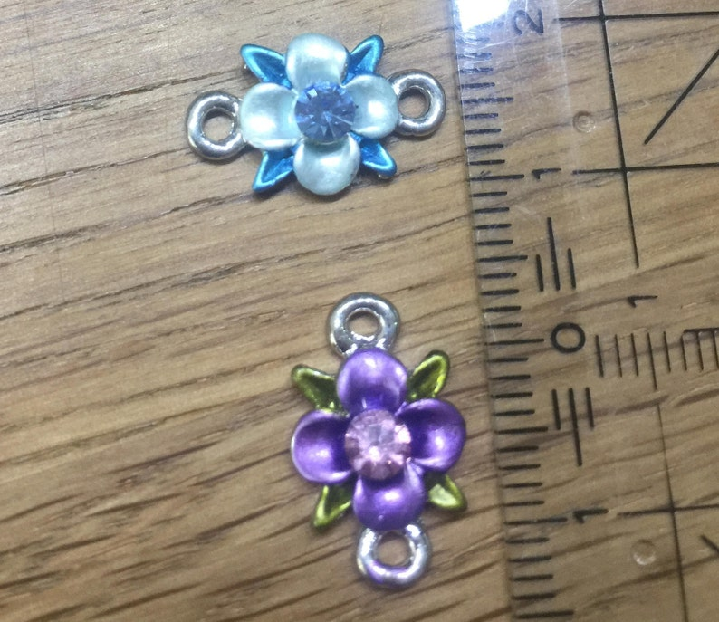 Romantic little enamelled intermediate part 2 colors to choose from flower with 2 eyelets and strastostone 18 mm