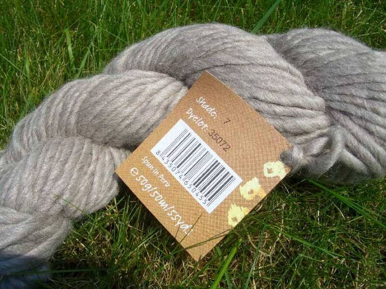 RESTPOSTEN-sewing or fine crochet yarn of the Madeira brand-Cotona Multicolor-5 different historical colours