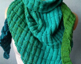 Hand knitted Dreiechtuch in shades of green