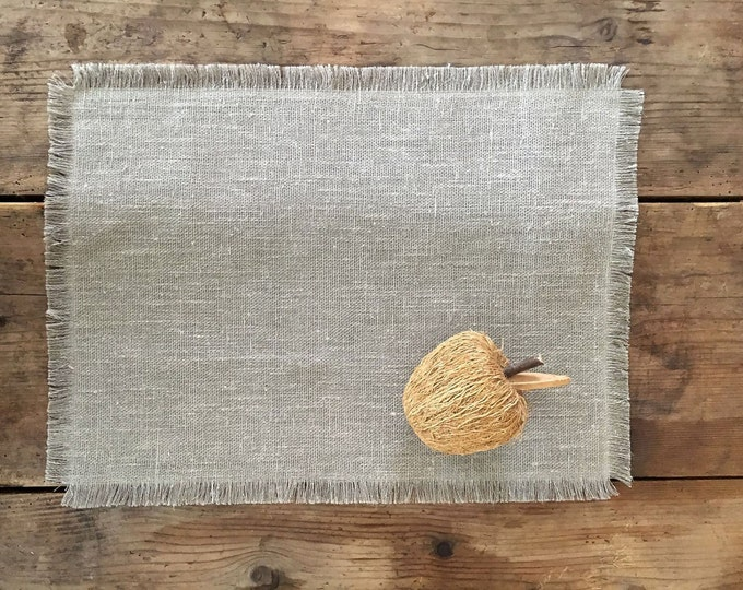 Burlap Placemats with Frayed Edges, set of linen placemats. Natural Placemats, holiday placemats, fall placemats, cloth placemats, Christmas