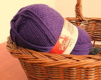 Yarn / Patons / Classic Wool / worsted weight / Royal Purple