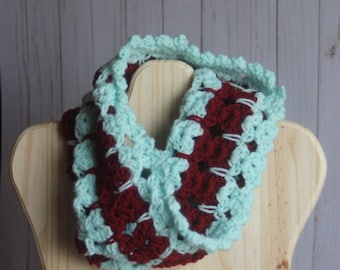 Cinnamint Cat Cowl red and mint colored crochet scarf