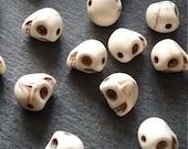 20 or BULK 40 Cream Howlite Skull Beads 10mm