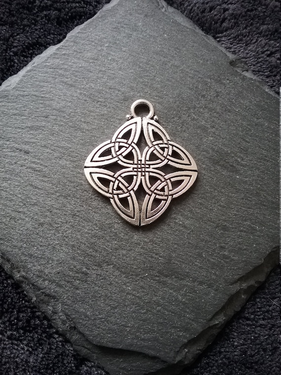 8 Celtic knot tree charms antique silver tone R140