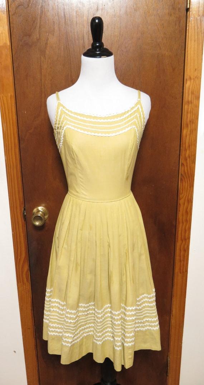Vintage Vicky Vaughn Juniors Cotton Pastel Yellow