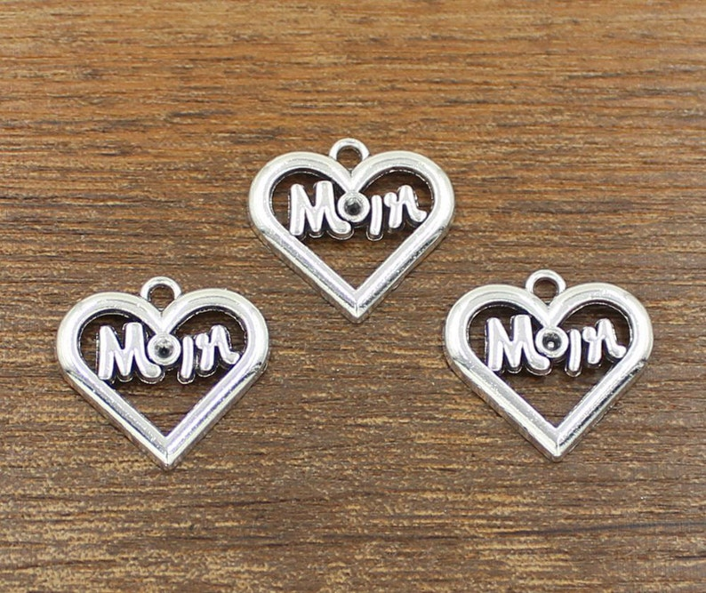 Antique Silvertone /'Mum/' Heart Charm