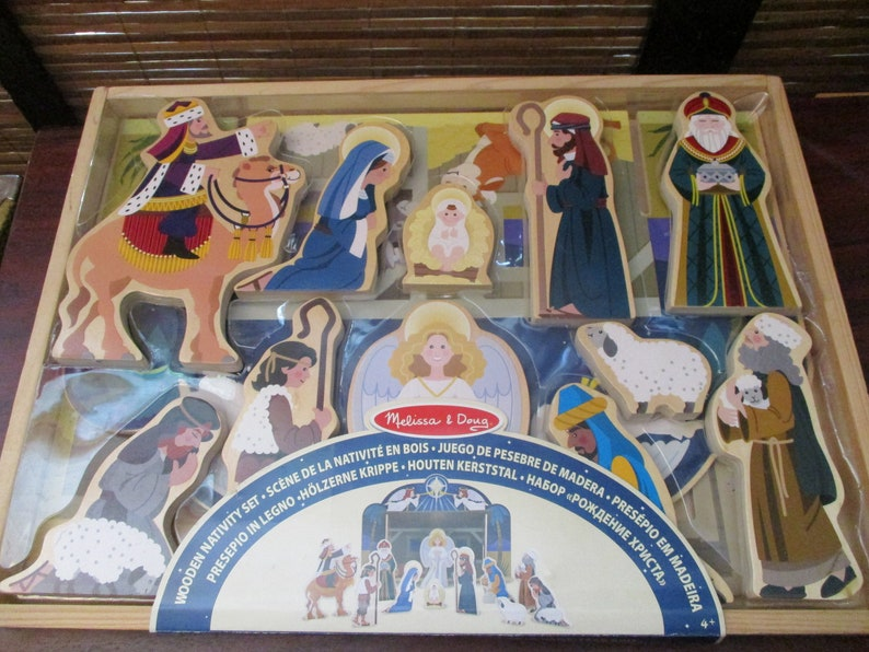 Childrens Chunky Wooden Christmas Nativity Set Stable Scene