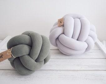 Knot pillow - Gray knotted pillow - Knot cushion - Chunky pillow - Scandinavian pillow- Trendy pillow - Gray cushion - Ball cushion - Knot