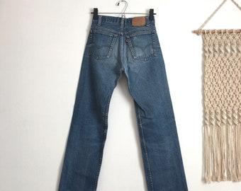 6396e42c XS 24/25 Rare Levis 701 student fit high waisted jeans, medium blue wash  fade, slim fit, straight leg
