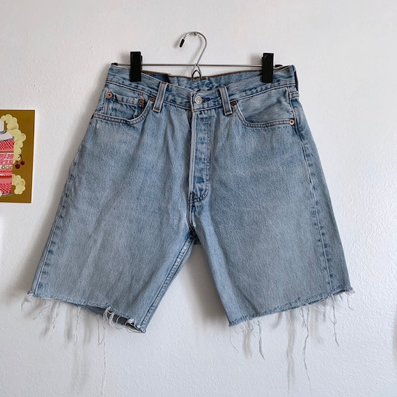 Sz 26/27 Vintage Levi's 501 cutoff denim shorts, l