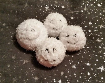 Fun Knitted Indoor Snowballs