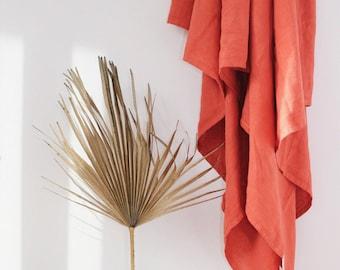 Jeter lin rouille / / couverture de toile de lin de teinte à la main / / couverture de pique-nique / / literie / / jeter lin en terre cuite