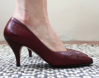 Vintage 80s Wine Colored Leather Heels Pumps Made in Greece Excellent Condition - Women's 6 1/2