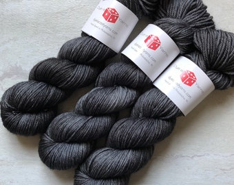 Ghost Mist - Charcoal Gray - Hand Dyed Yarn - Squish Like Grape Worsted - 100% Superwash Merino Wool