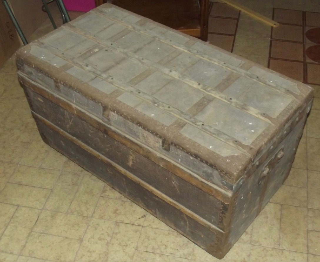 Deco Malle En Bois former grand chest malle voyage wood vintage retro art deco trend plate  1915 old big chest trunk trunk travel wood art deco trend flat