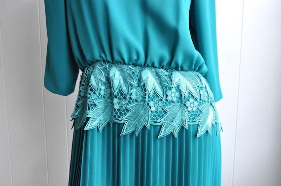 Miss Elliette Green Pleated Dress w/ Lace Waistba… - image 2