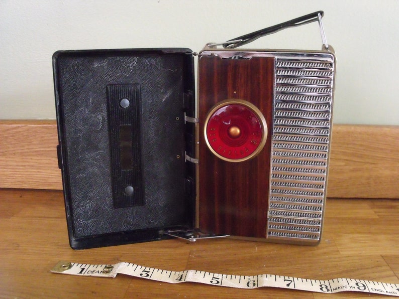RCA Victor Bakelite radio Model 8-B-41 1950