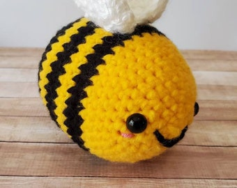 Large amigurumi bee pattern - crochet bumble bee, crochet stuffed ... | 270x340