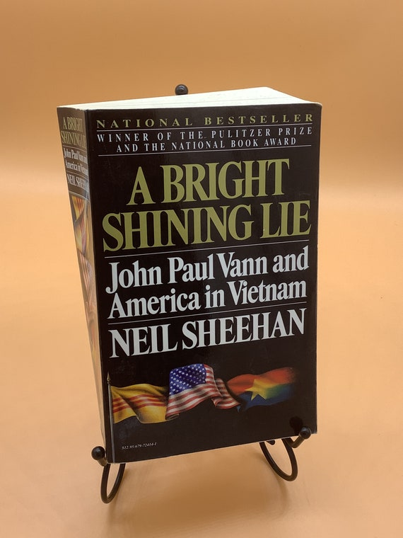 A Bright and Shining Lie John Paul Vann and America in Vietnam by Neil Sheehan (paperback)