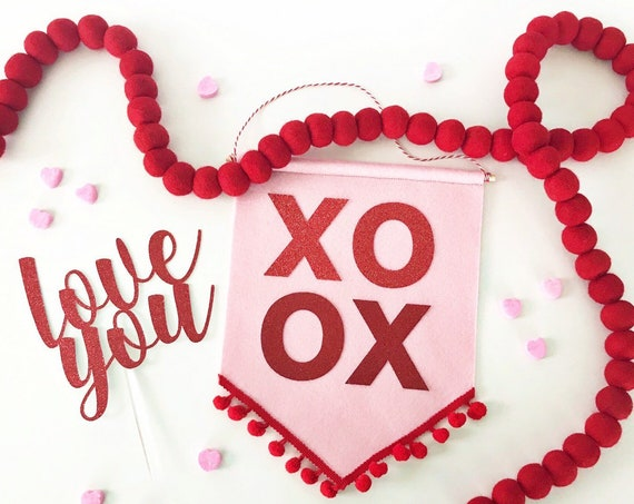 Valentine's Day Felt Banner / Valentine's Day Decorations / Pendant Banner / Be Mine / Valentine's Day Party / Valentine's Day Sign / XOXO