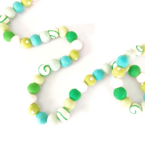 St Patrick's Day Felt Ball Garland / St Patrick's Day Decor / Shamrock Garland / Lucky Garland / Kiss Me I'm Irish / Pom Pom Garland