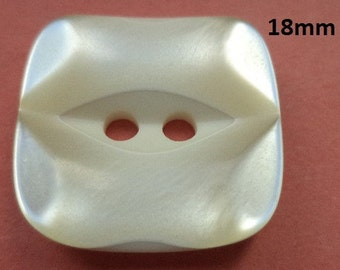 12 Buttons Cream White 18 mm (4916) White