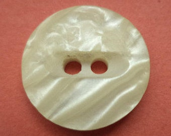 10 buttons 15mm cream white (685)