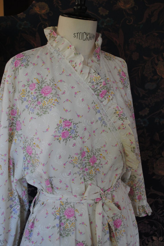 Bathrobe with pink flowers 50s