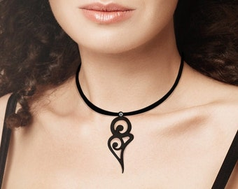 Necklace Curve, minimalist, modern, contemporary, floral, flower, silicone