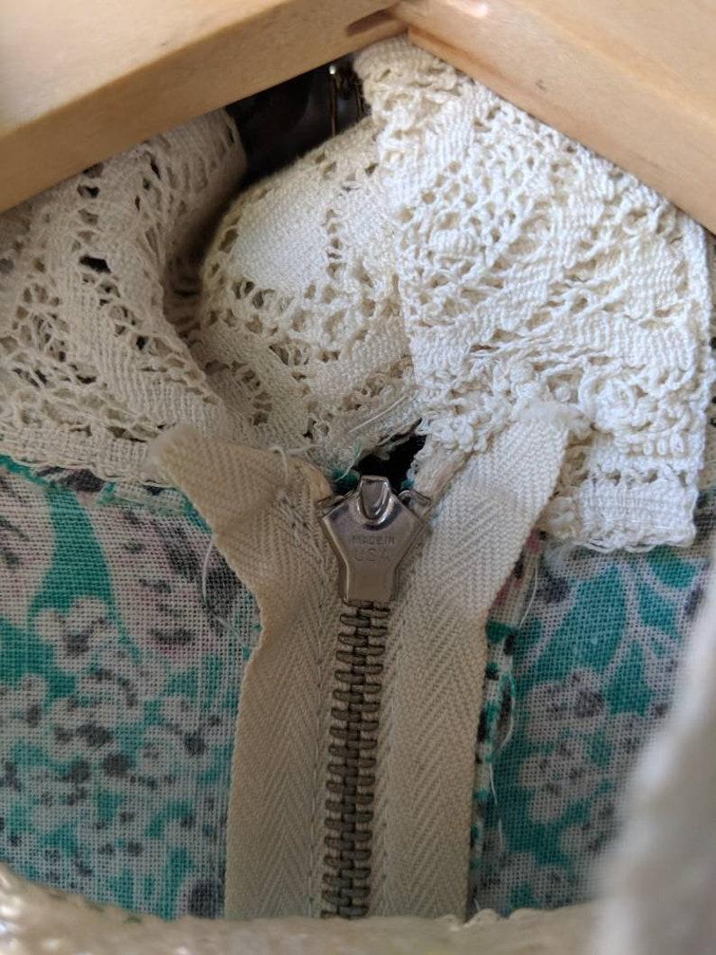 Vintage 60s 70s Womens Floral Maxi Dress Lace Neck Belt Metal Back Zipper