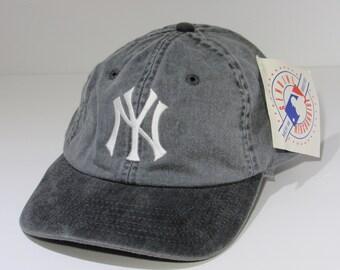 5e10d89a61e Gray 90s Rare MLB New York Yankees Raglan Strapback Deadstock Hat Cap  American Needle NWT
