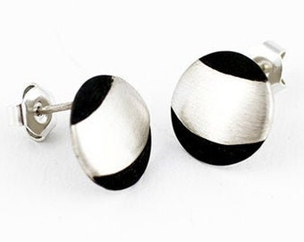 SATURNA Earrings in Sterling Silver. Matte and Oxide. Sturn earrings. Earrings for her. Snap closure earrings. 925 silver earrings.