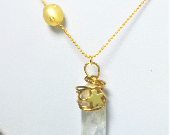necklace with an ultrafine golden plated chain, a pendant with a tip of rock crystal and a swarovski strassed pearl