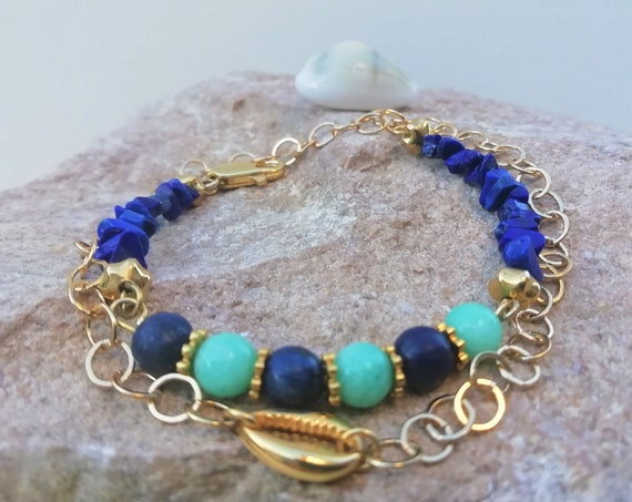24-carat cauri bracelet and gold-plated chain with lapis lazuli and amazonite