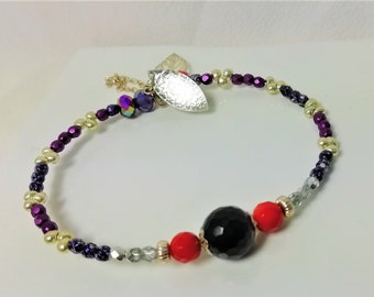 bracelet rush fine amethyst stones and red coral, Boho pearls, silver chain and charms