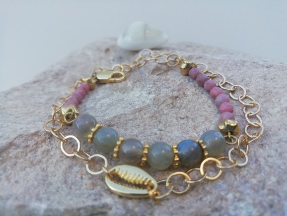 lucky cauri bracelet with gold-plated chain, labradorite and rhodonite