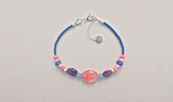 bracelet fin pierres fines : amethyste, blueberry quartz, cherry quartz, quartz éponge et bambou mer orange