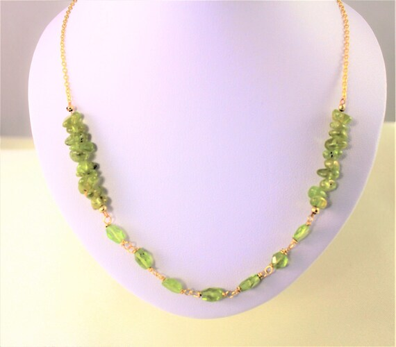 Gold plated necklace with gemstone beads: peridot