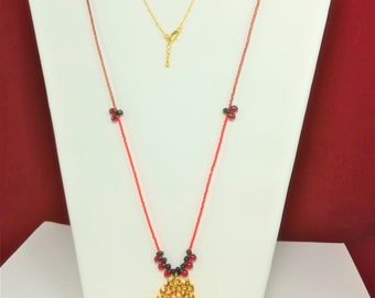 """Necklace boho chic """"coral"""" gold plated pendant 22 carats, boho Crystal drops, beads seed beads and gold plated satellite chain"""