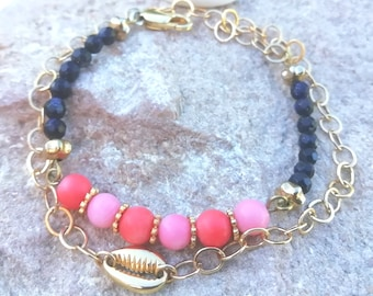 lucky cauri bracelet with gold-plated chain, pink coral and blue goldstone