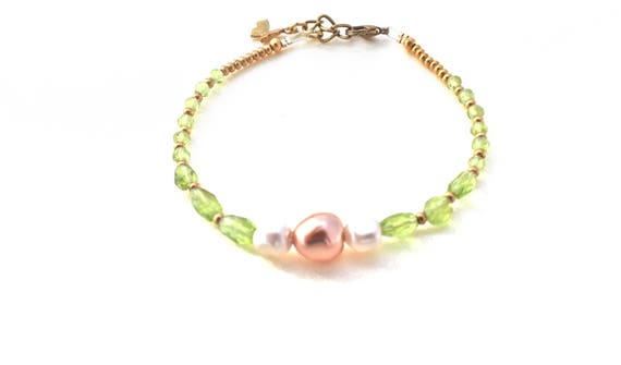 Bracelet gemstones wedding: peridot, Pearl seed beads and swarovski