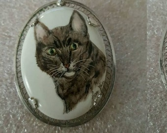 Beautiful Vintage Sterling Silver Hand Painted Cat Brooch