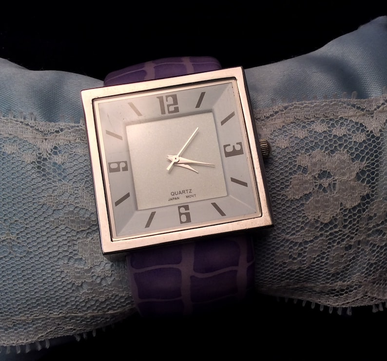 Very Nice Ladies Quartz Watch With Purple Snake Faux Leather Bangle Cuff Band Ladies Vintage Purple Cuff Watch