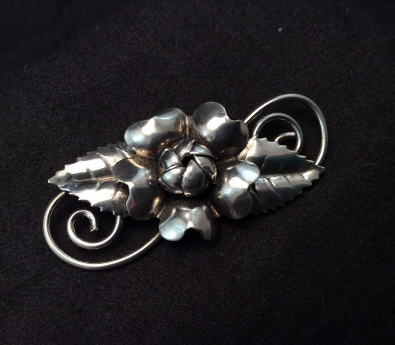 Pre Owned  Pretty Ladies Flower pin Beautiful Preowned Vintage Sterling Silver Rose Flower Brooch Pin Stamped Sterling