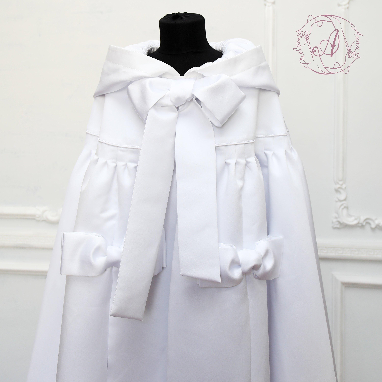 manteau long blanc mariage capelet satin mari e cape. Black Bedroom Furniture Sets. Home Design Ideas