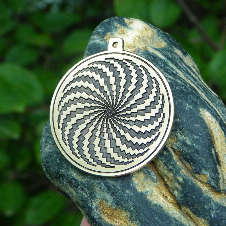 The illusion of Amulet Hypnosis image 0